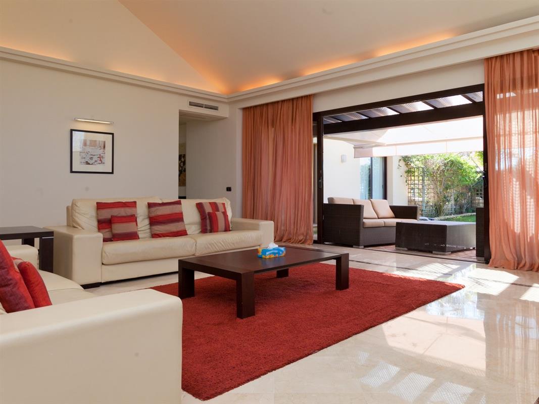 Urlaub in spanien moderne luxe villa met verwarmd zwembad tuin el rosario el rosario costa - Outs zwembad in de tuin ...